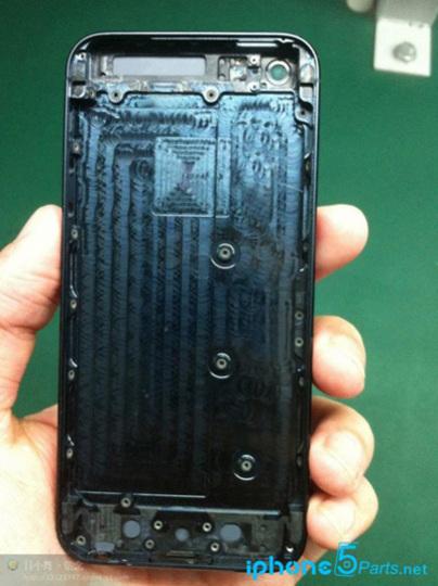 ええっ! もうなの!? iPhone 5Sかも知れない背面パーツがリークされる
