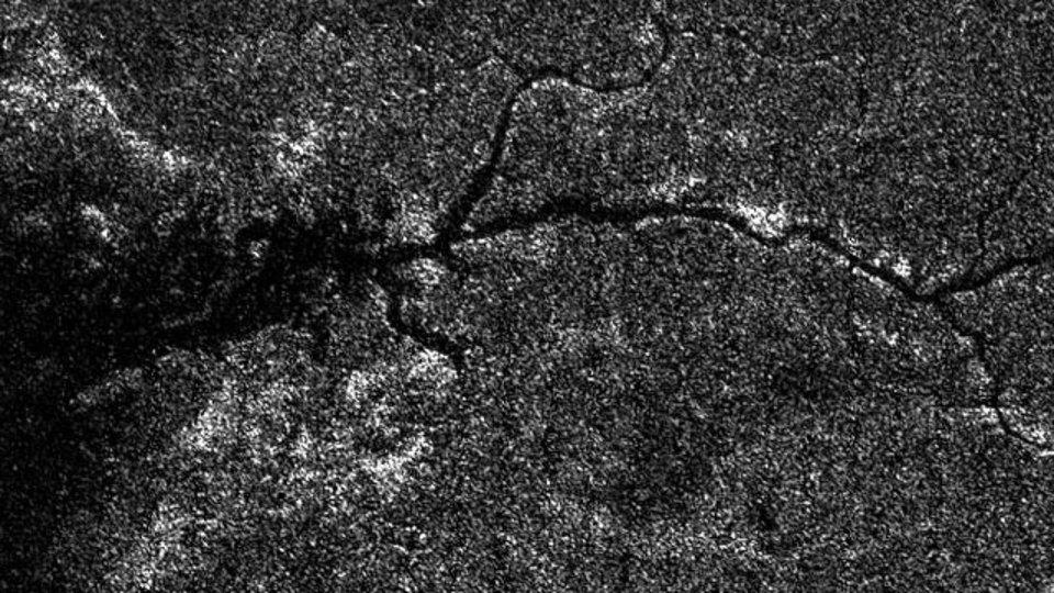 NASA、土星衛星上に大きな川を発見! 過去最大規模