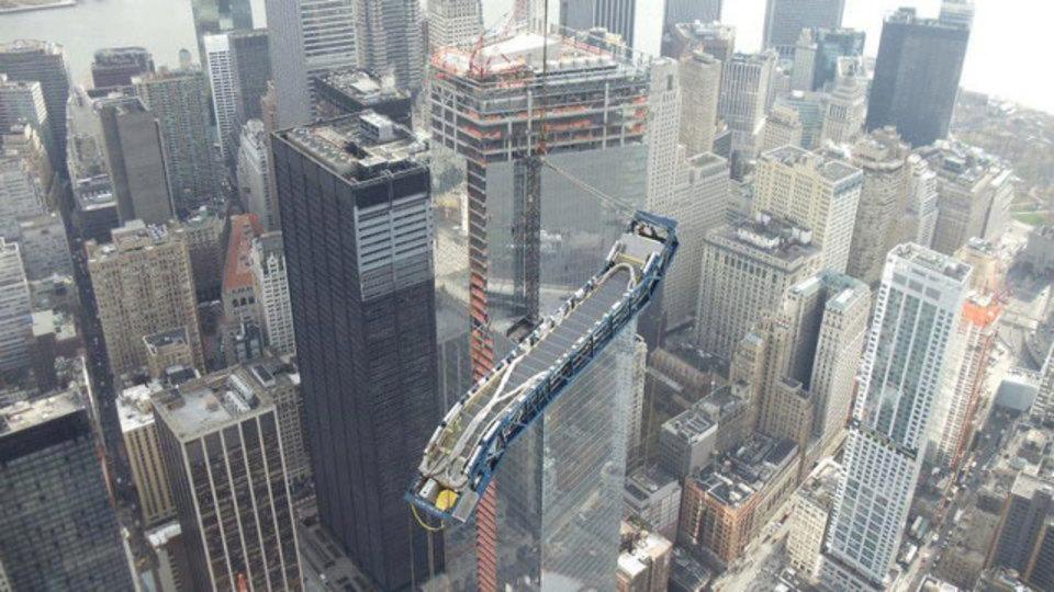 米国一高いビル、「1ワールドトレードセンター」の101階にどうやってエスカレーターを設置するのか?