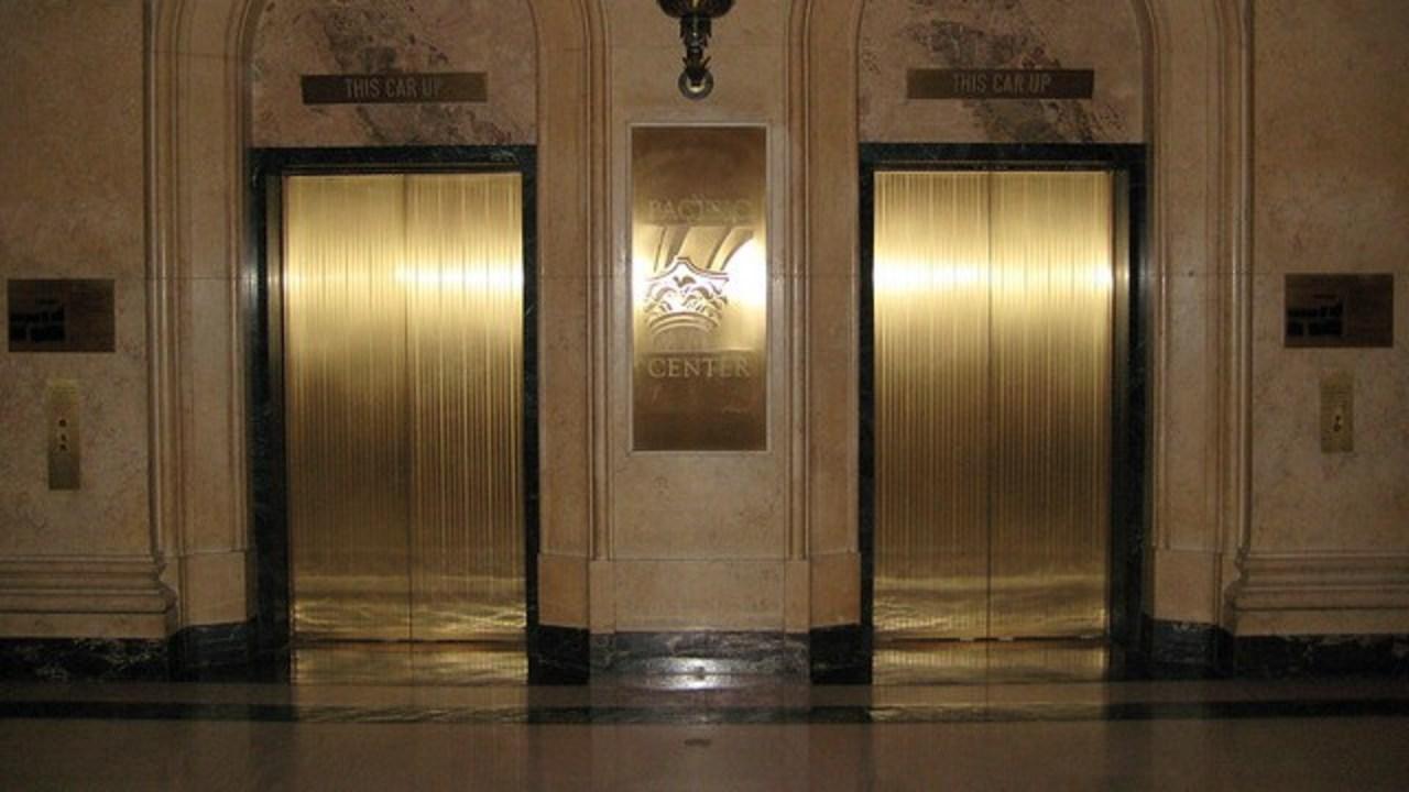 エレベーターを待てる時間、たったの20秒