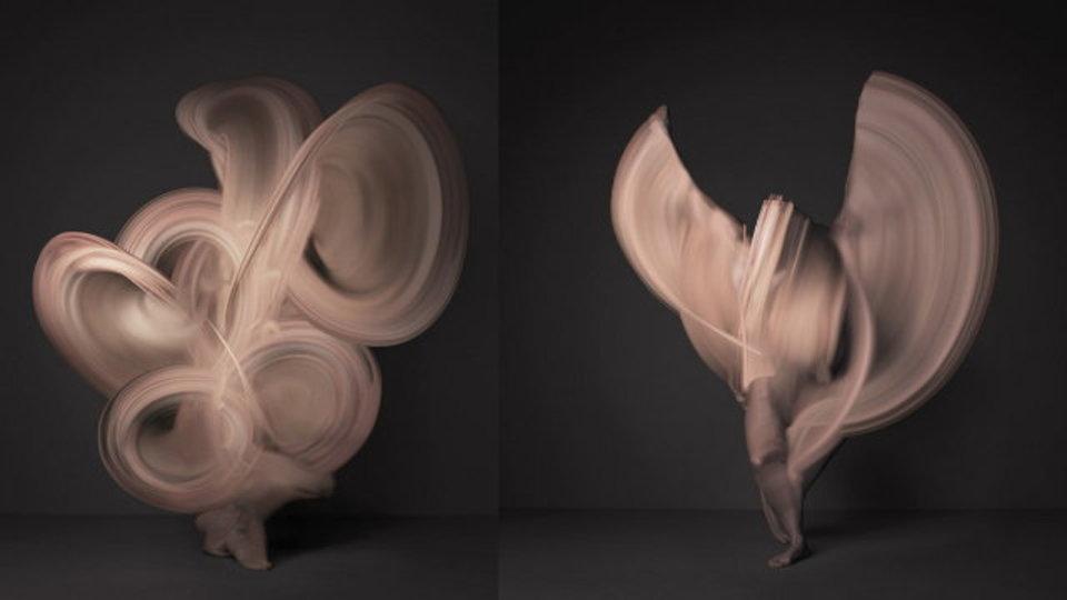 風のようでいて生命力に満ちた存在。この美しいアートの正体は「女性のヌード」