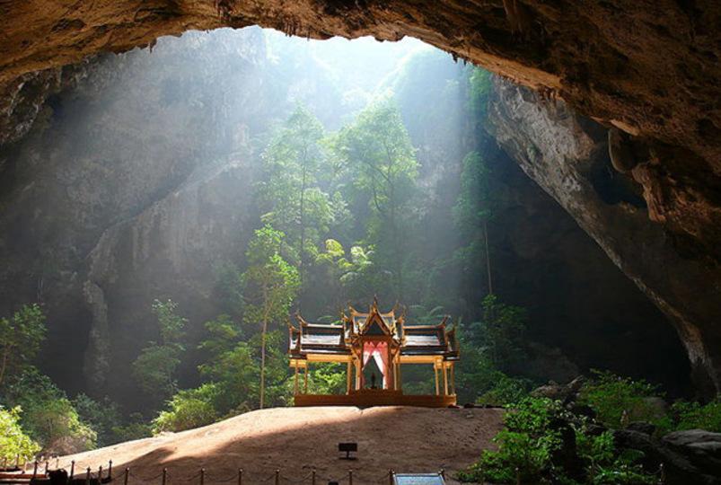 ひしひしとパワーを感じます...。タイにあるこれぞ秘境って感じの「クーハーカルハート宮」