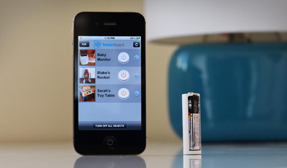 スマートフォンでスイッチのオン/オフを管理できる電池カバー