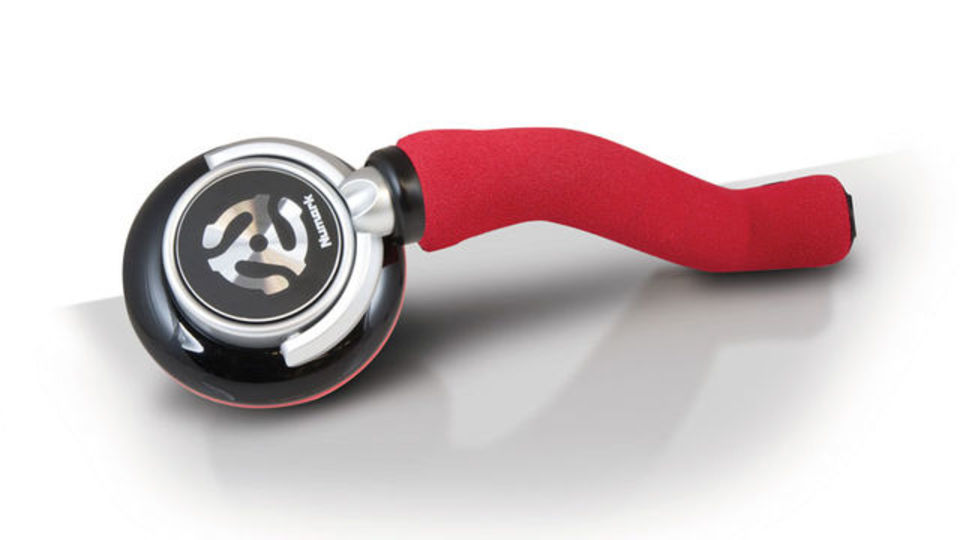 人間工学に基づいて設計されたDJ用片耳ヘッドフォンNumark「Redphone」