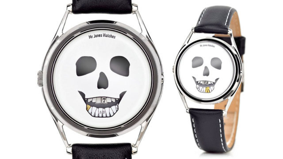 恐怖で歯がカチカチ鳴るガイコツ腕時計