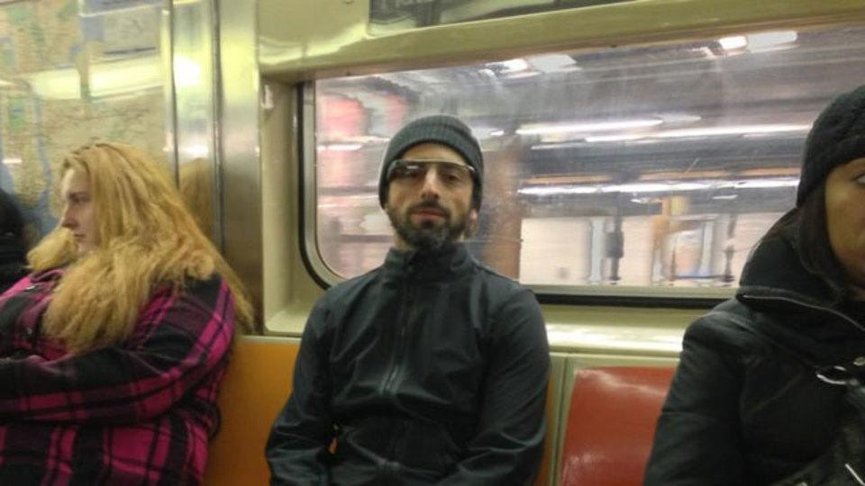 グーグルのセルゲイ・ブリン氏を地下鉄で目撃! あ、Project Glassかけてる!