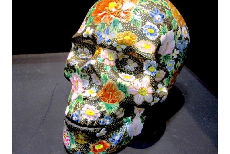 日本伝統工芸の新たな地平「九谷焼スカル」