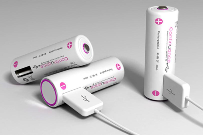 この乾電池、スマホも充電できるよ! だってUSBポート付いてるから。