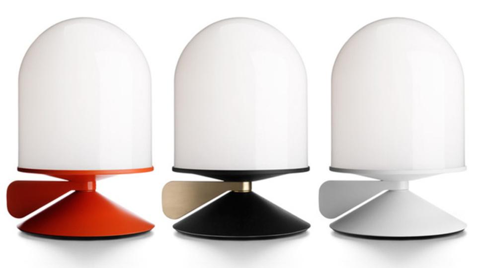 気分やムードにあわせて調光。シンプルな北欧デザインランプ「Vinge」