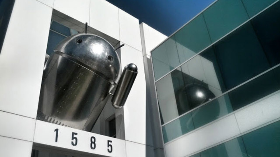 グーグル本社のAndroid最新マスコットアートは、Chromeがテーマ