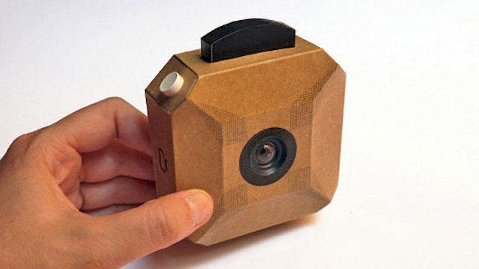 糊とカッターがあればできる手作りミニ段ボールカメラ