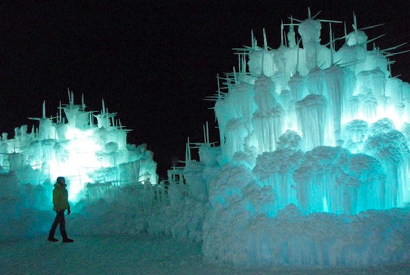 幻想的! まるで魔法で造られた氷のお城「アイス・キャッスル」