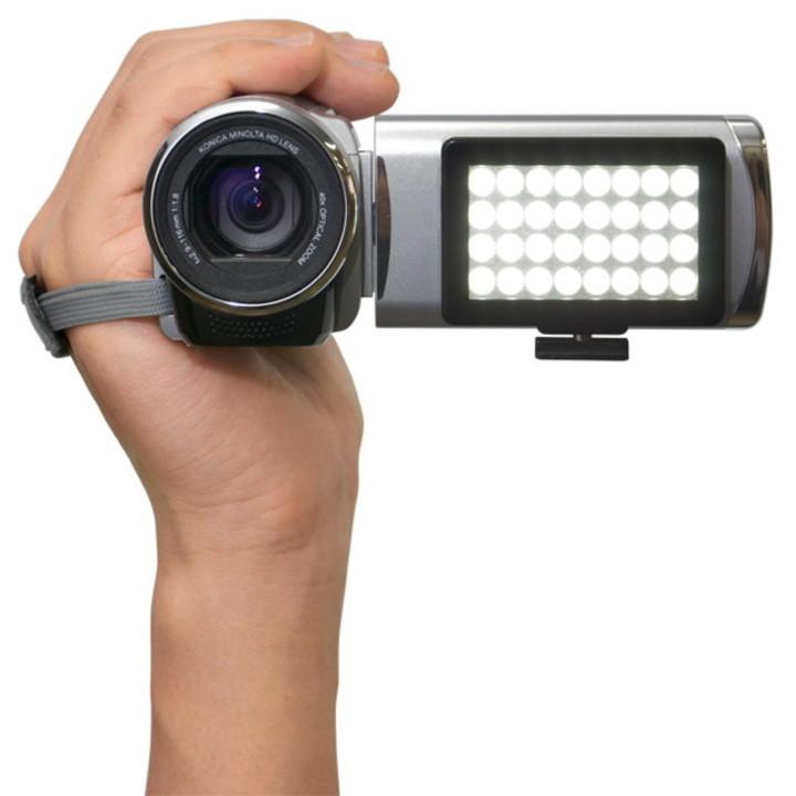デジカメやiPhone、iPadにピタッと貼れるLEDライト