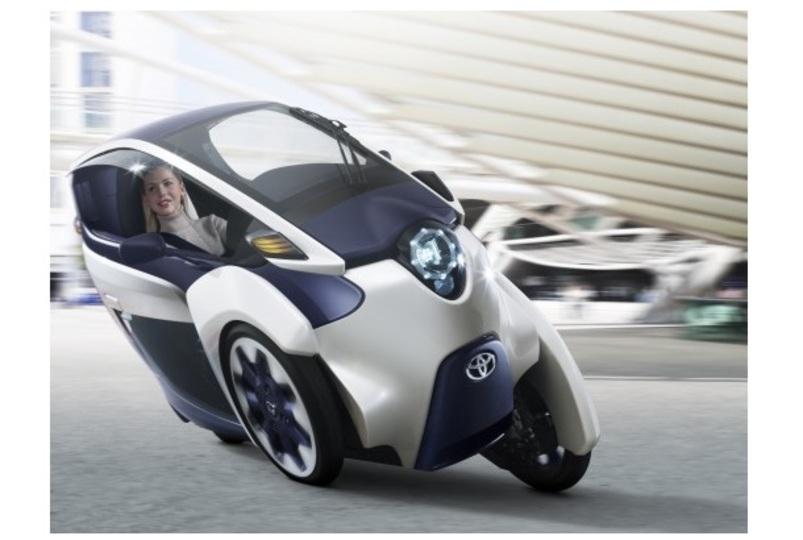 近未来デザインが話題! トヨタの超小型三輪EV「i-ROAD」