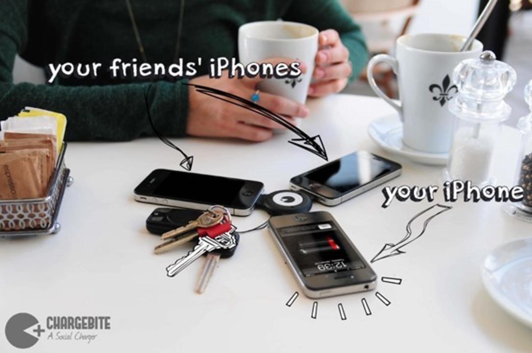 iPhoneの余剰バッテリーを他人と共有できるコネクター