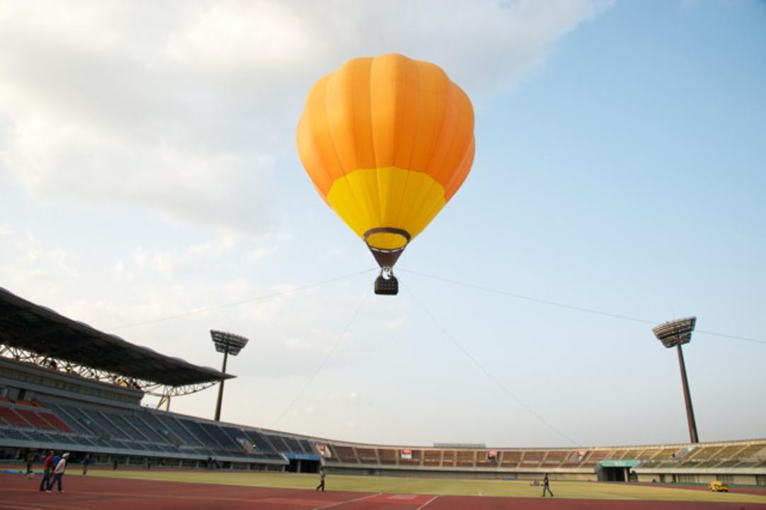 あのド派手シンクロ再び? auがスマホと音楽と気球を使ってまた何か4G LTEの驚きを企んでる!