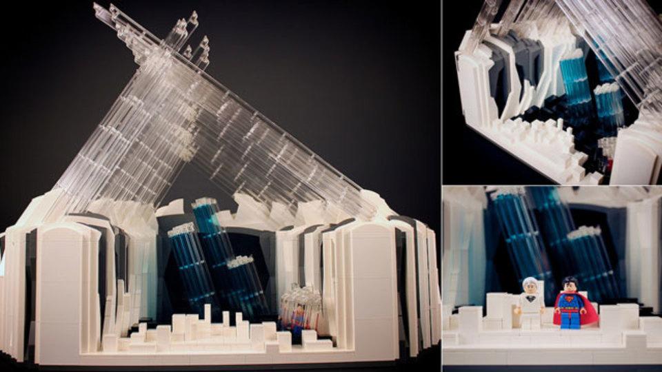 レゴで作ったスーパーマンの秘密基地が現代アートの域で美しい