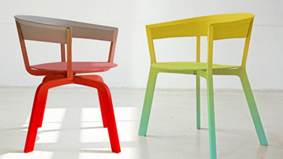 この椅子は何色? グラデーションな椅子
