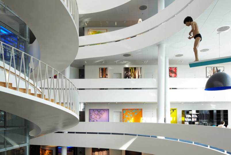 もはや美術館! デンマークのサクソ銀行のオフィス