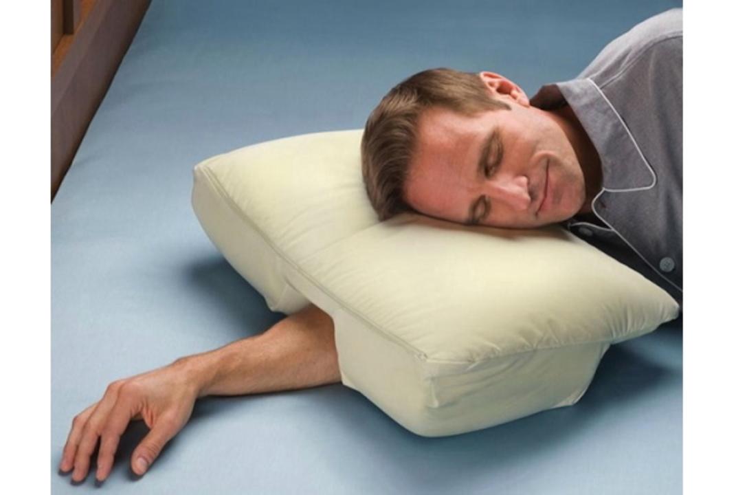 頭をのせても腕がしびれない、画期的な枕