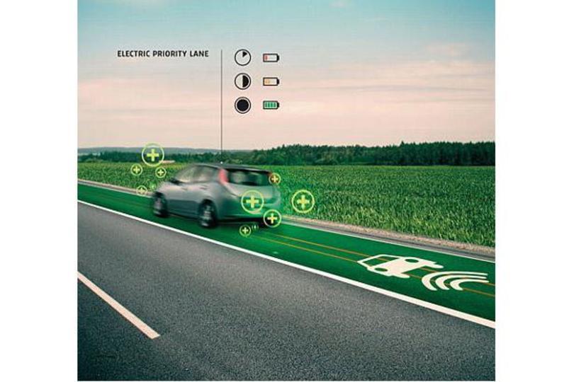 充電レーンに光る車線。スマートハイウェイプロジェクトがすごい!