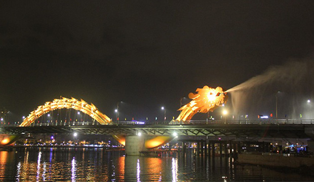 130410dragonbridge.jpg