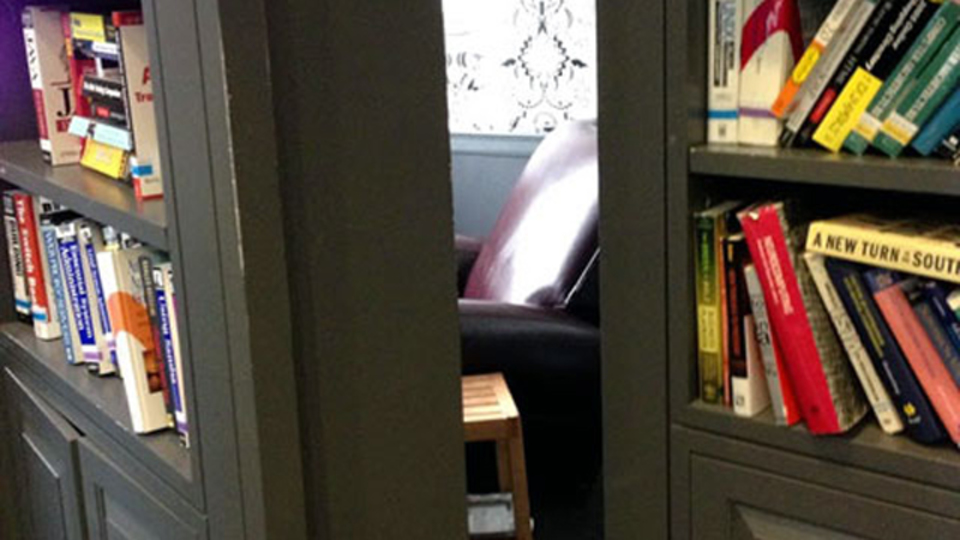 グーグルNYオフィスには、本棚の裏に隠し部屋が...!