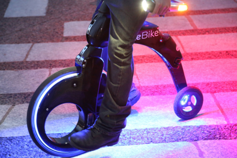SF映画に出てきそう。折りたたみ式電気二輪車「YikeBike」に乗ってきた