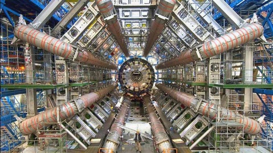 イラン人科学者がタイムマシーンを発明したよ