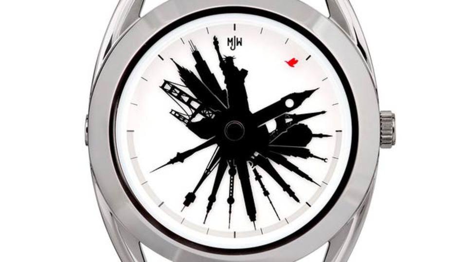 世界中を飛び回る人に、世界の時間が一目でわかる腕時計