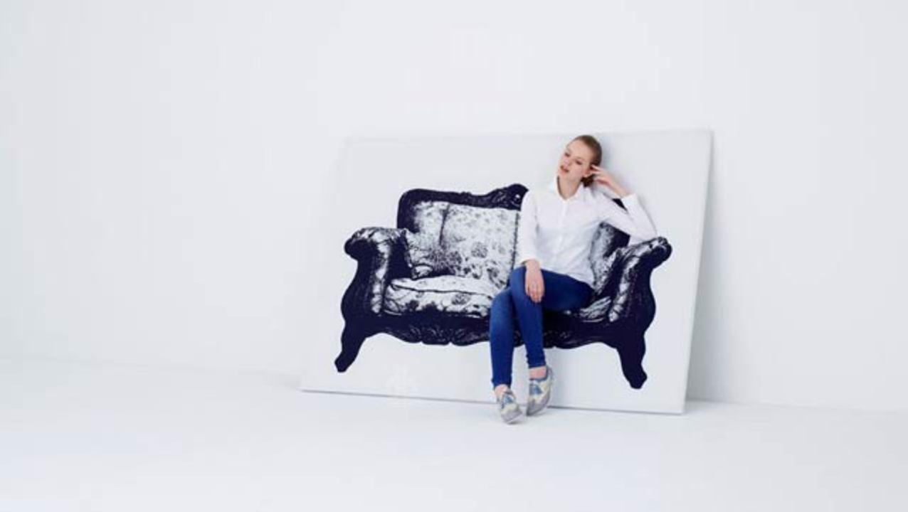 平面キャンバスが座ることで椅子になる、という絵みたいな椅子