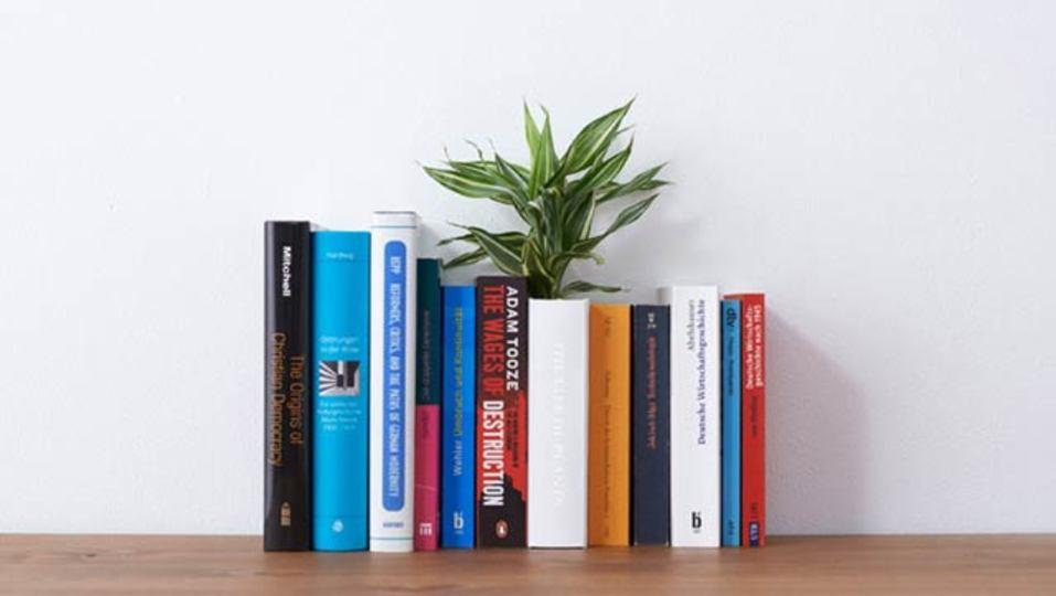 花瓶に続き、本の形をした植木鉢