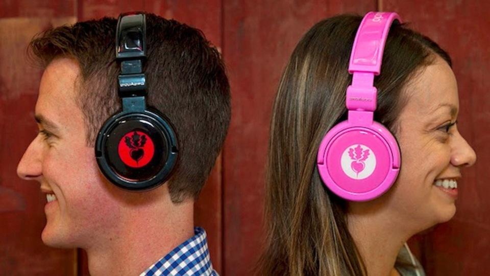 あの高級ブランドをパロディ化したヘッドフォン製品が登場