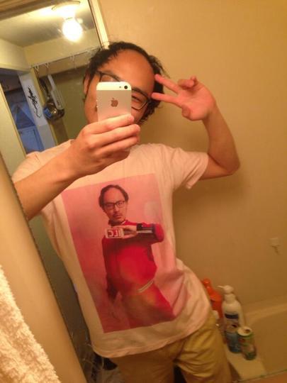 限定25枚! 「仕込みiPhone」のお兄さんTシャツが発売されるよー!
