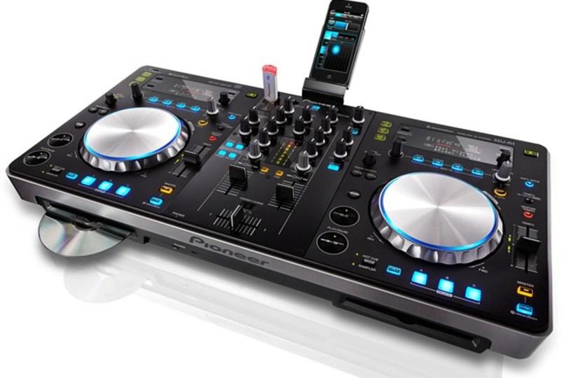CD&USBメモリ内の曲をiPhoneでセレクトできるワイヤレスDJシステム「XDJ-R1」(動画あり)