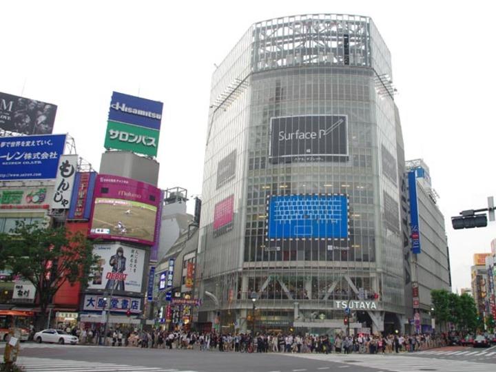 ついにっ、Surface Proがくるーっ!? 渋谷にティザー広告が登場