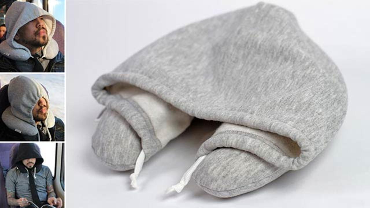 フードと枕が1つになったトラベルグッズでどこでも安眠Zzz...