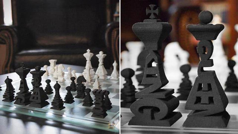 チェスに興味がなくてもデザインに惹かれる、タイポグラフィーチェス駒