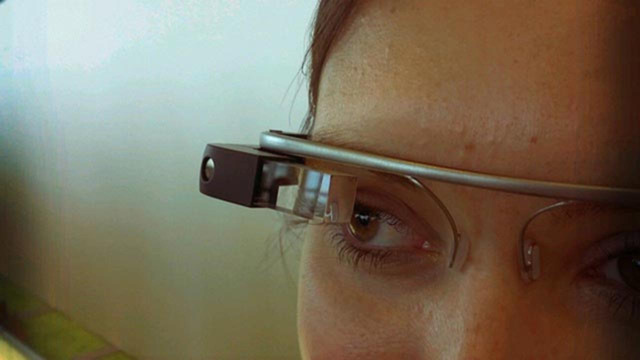 グーグルグラス、撮影中は周りから見てもちゃんとわかるの?