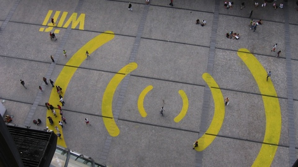 1km先まで届く40Gbpsの爆速Wi-Fiが開発中