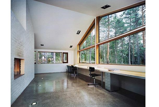 130603ECwhite-brick-walled-workspace-with-room-spanning-desks-and-windows.jpg