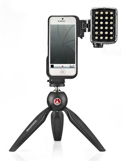 明日という暗闇を照らす希望の光ことLEDライトがつけられるiPhoneケース