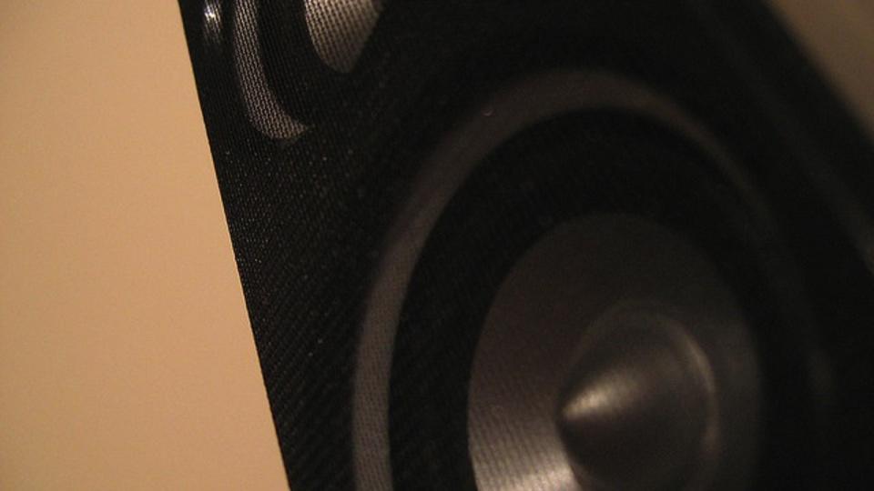 たまには大音量で聴きたい! コンピューター向けスピーカー4選