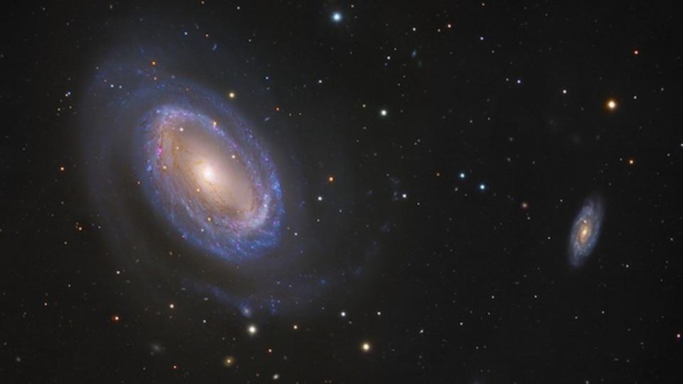渦巻腕が1つしかない珍しい銀河「NGC 4725」