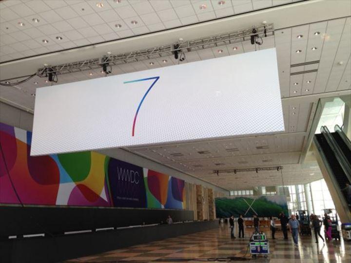 シンプルすぎてある意味ド派手なWWDC2013のiOS7&OS X バナーが公開されたよ!