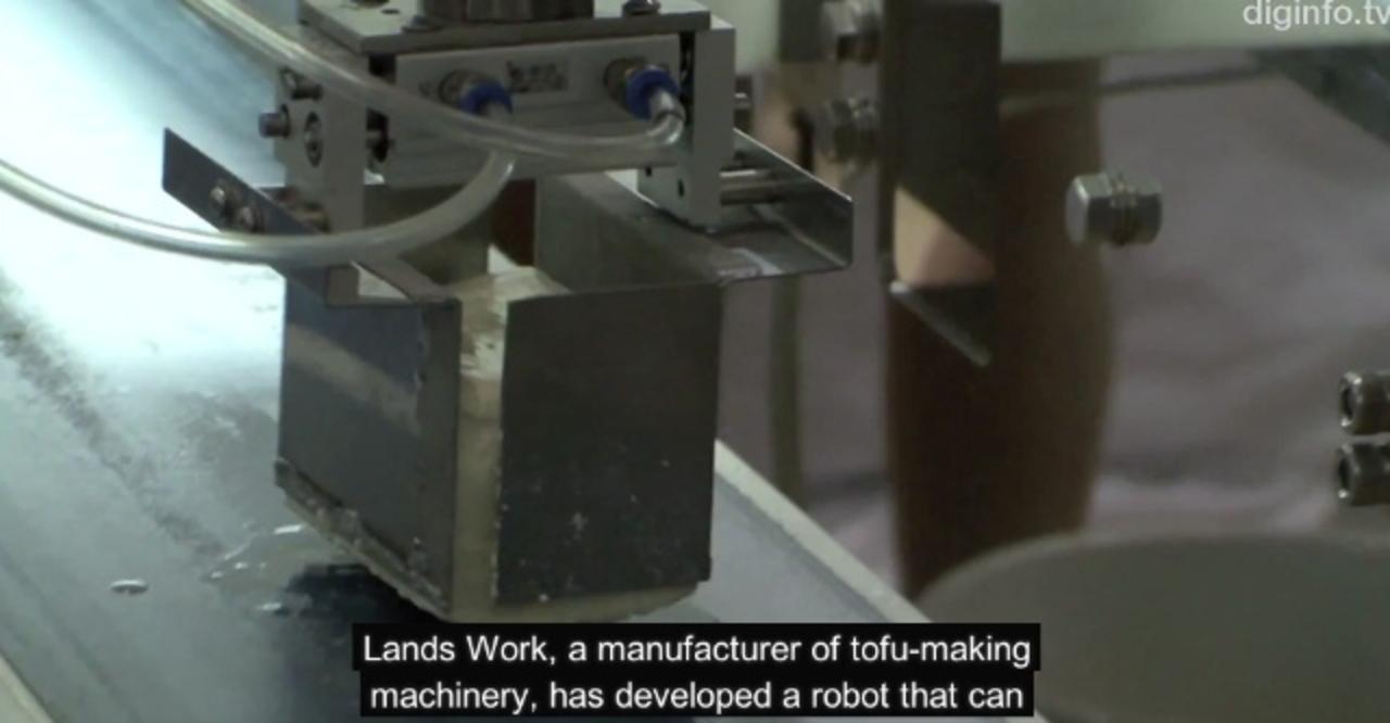 世界初! すっごく優しく豆腐を掴むロボット(動画あり)