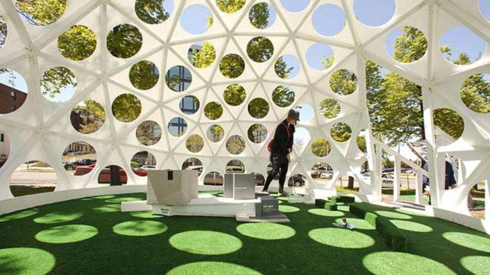 「穴」で作られるアートな空間のミニゴルフ場(ギャラリーあり)