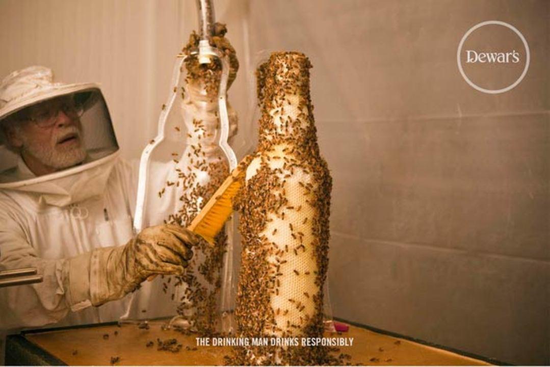 8万匹の蜂が作り出す、3Dプリンターならぬ3Bプリンター(動画あり)