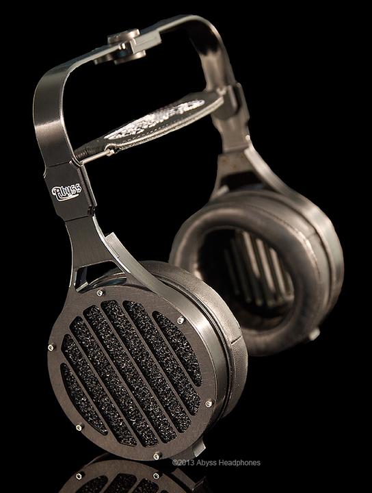 550,000円ほどのヘッドフォンが発売されます。ケタ間違ってません。