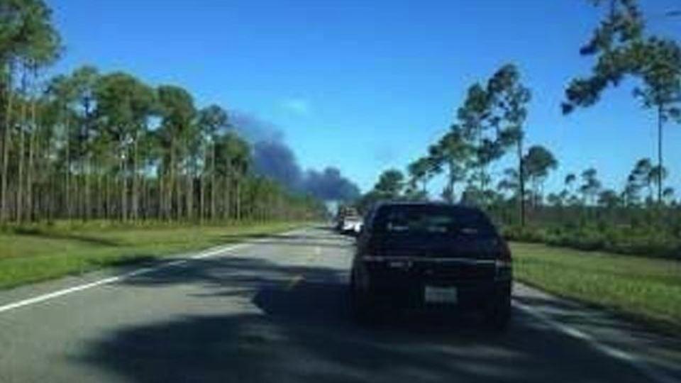 フロリダ高速道隣に戦闘機を改造したQF-4ドローンが墜落・炎上(動画追記)